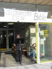 foto - Bible - celonárodní čtení - Velikonoce 2010