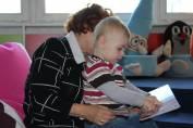 foto - Škvrňata a batolata do knihovny na to tata, aneb první krůčky ke čtení