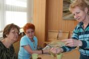 foto - Čaj o třetí - Cyrilometodějské malování na sklo