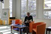 foto - Odpolední čtení s babičkou