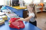 foto - S vysvědčením do knihovny - čekají nás odměny a hurá na prázdniny