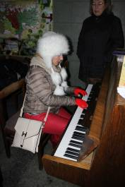 foto - Zpívání u klavíru
