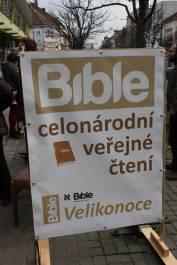 foto - Celonárodní veřejné čtení Bible